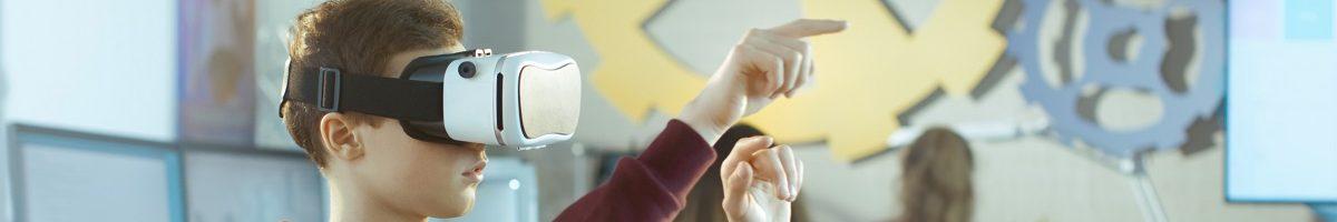 leerling met VR-bril op school
